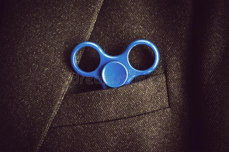 hilandero azul del camino en la mano fotografía de archivo