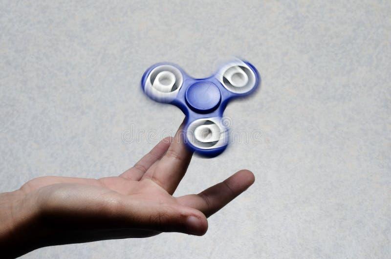 Hilandero de la mano, juguete de la mano que inquieta imagen de archivo libre de regalías