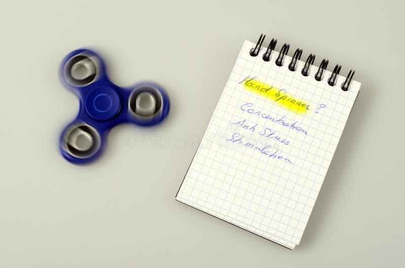 Hilandero de la mano, juguete de la mano que inquieta fotografía de archivo libre de regalías