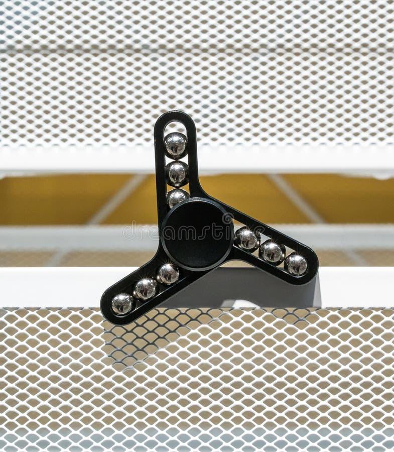 Hilandero negro del aluminio de la persona agitada foto de archivo