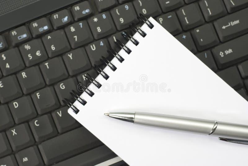 Hilfsmittel eines Schreibtisches lizenzfreie stockfotos