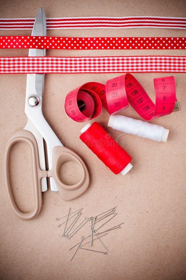 Hilfsmittel für das Nähen und handgemachtes stockfoto