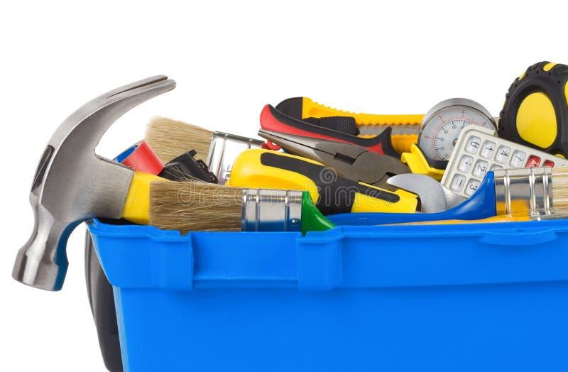 Hilfsmittel im Aufbauwerkzeugkasten getrennt auf Weiß stockfoto