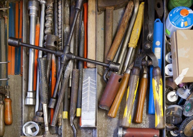 Werkzeuge im Fach lizenzfreie stockfotos