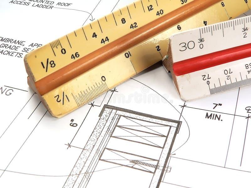 Hilfsmittel und Pläne des Architekten lizenzfreie stockfotos