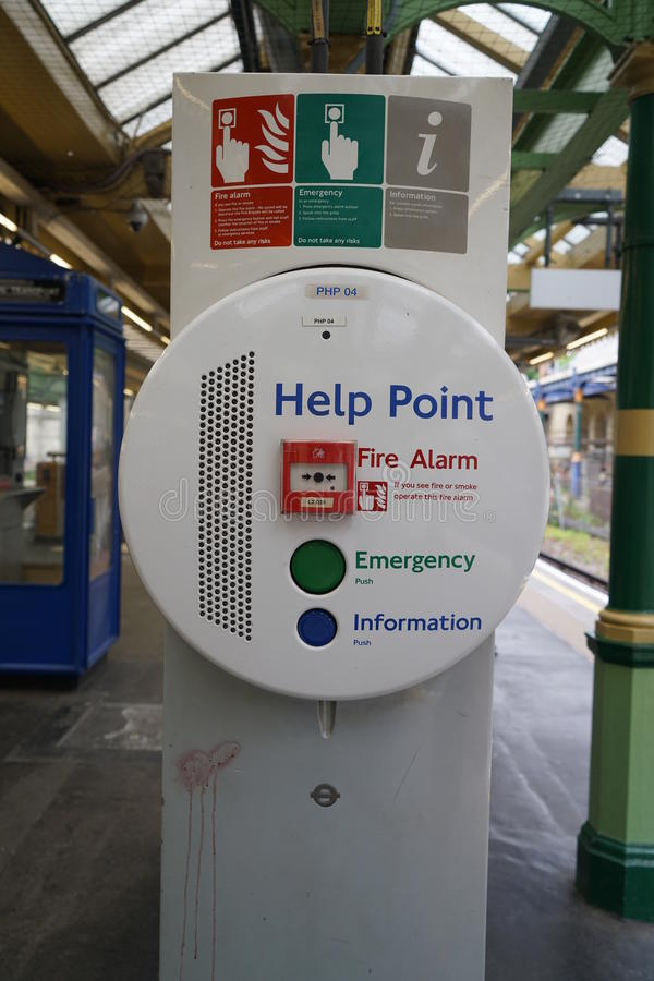 Hilfspunkt am Edgware-Straßen-U-Bahnhof in London lizenzfreie stockbilder