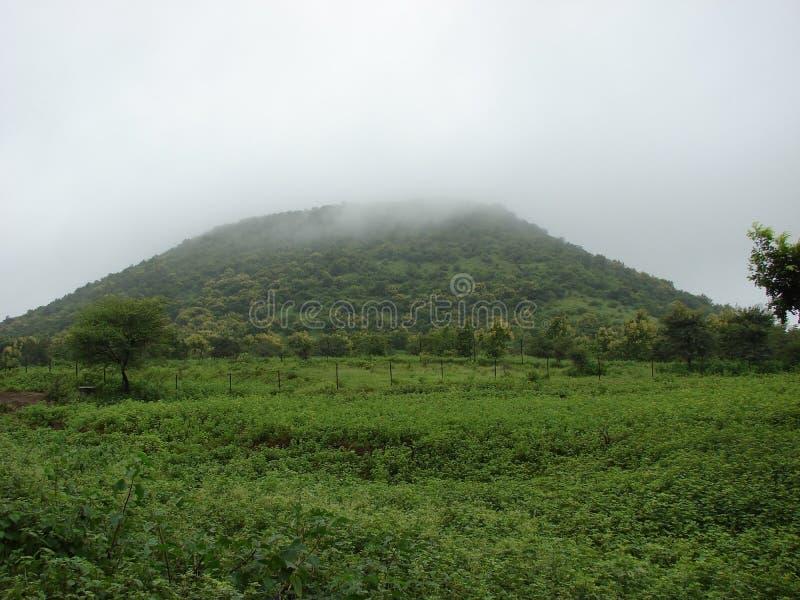 Hill και τα σύννεφα στοκ φωτογραφίες με δικαίωμα ελεύθερης χρήσης