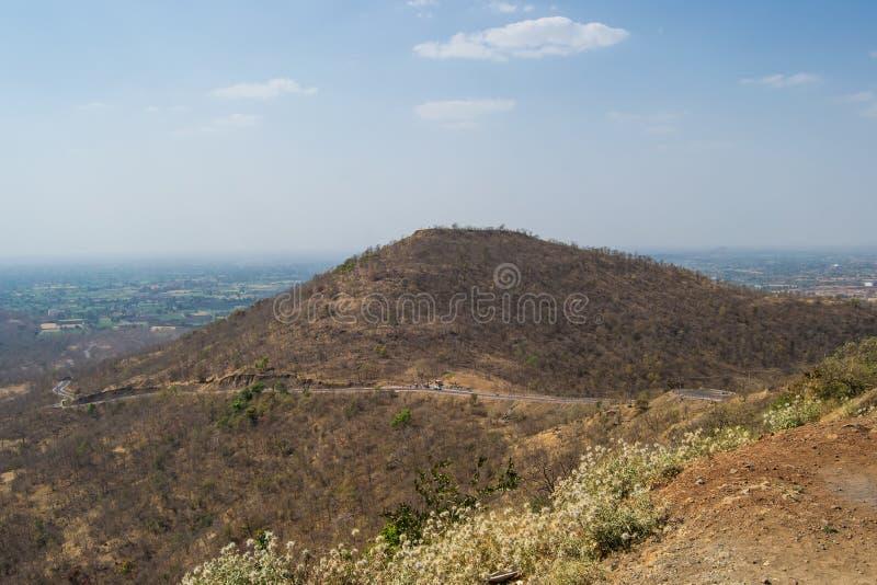 Hill και το δασικό τοπίο στοκ εικόνες