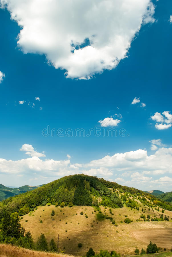Free Hill During The Sunny Day Royalty Free Stock Photos - 33017998