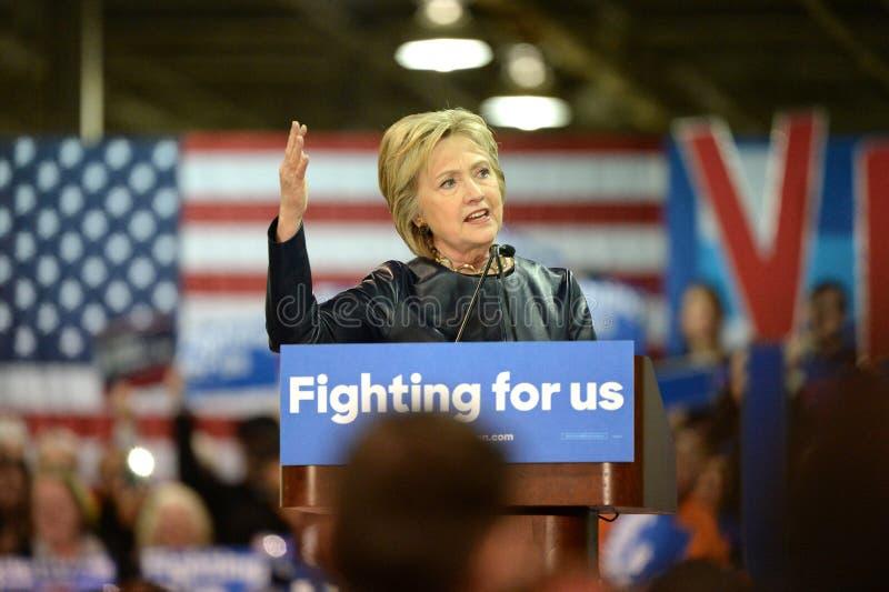 Hillary Clinton Campaigns i St Louis, Missouri, USA royaltyfri foto