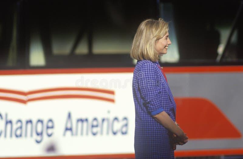 Hillary Rodham Clinton en la campaña 1992 de Clinton/de Gore Buscapade golpea apagado viaje con el pie en Cleveland, Ohio fotos de archivo libres de regalías