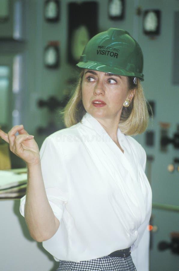 Hillary Rodham Clinton encuentra con a trabajadores imagen de archivo