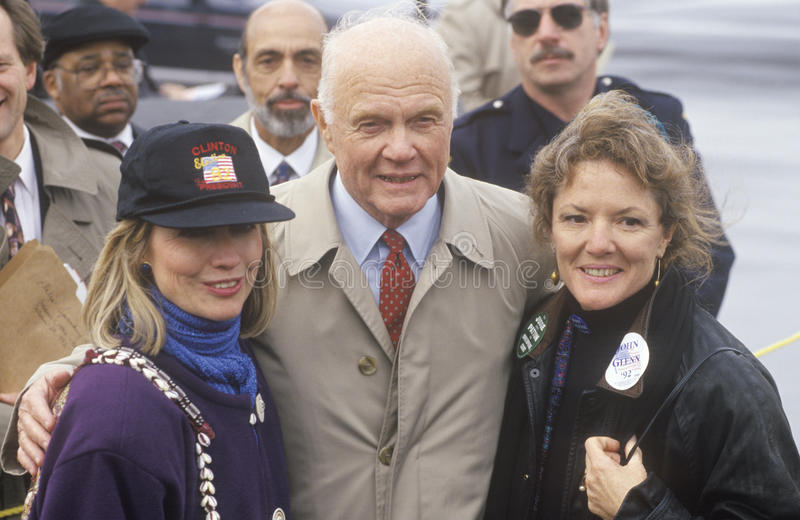Hillary Rodham Clinton et ancien sénateur John Gle photo libre de droits