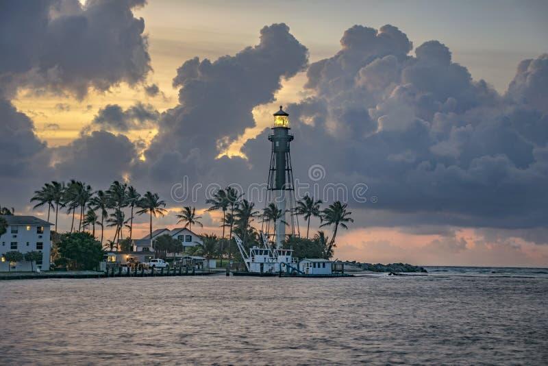 Hillsboro在日出的入口灯塔在灯塔点,佛罗里达 库存图片