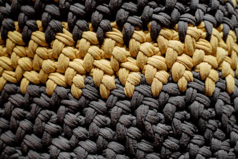 Hilos hechos a mano del bolso, del gris y del amarillo imagen de archivo