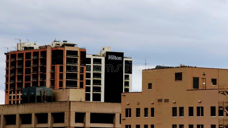 Hilton Logo no lado de uma construção imagens de stock royalty free