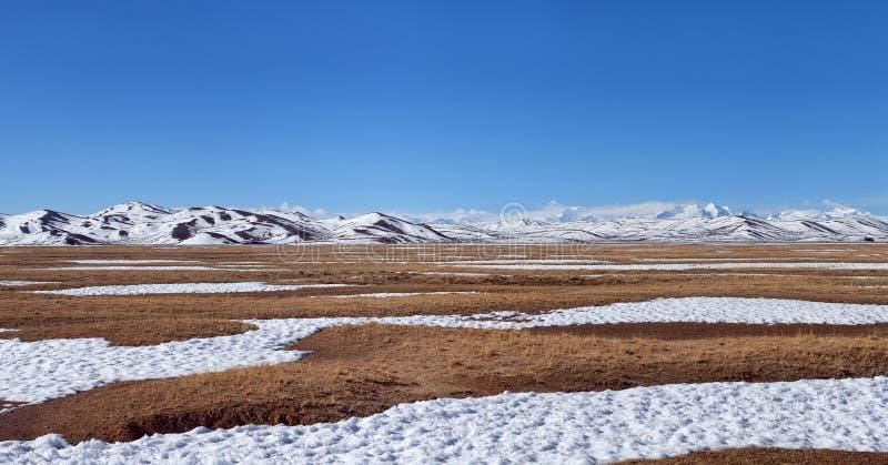 Himalaja-Berglandschaft in Ngari-Präfektur, Tibet stockfotografie