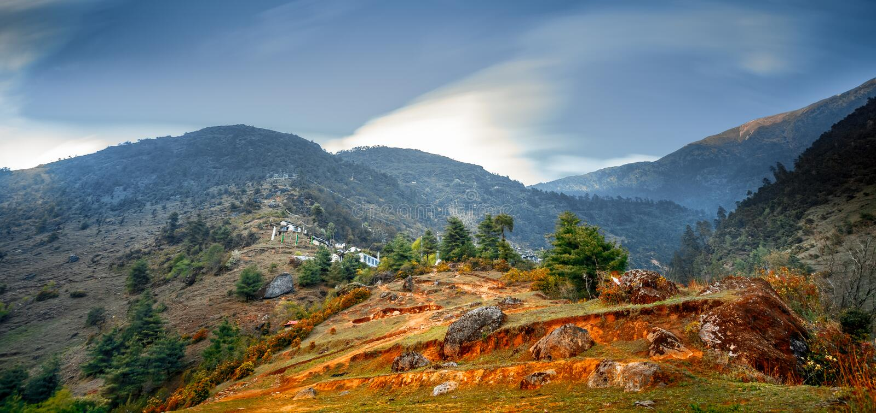 Himalaja-Berglandschaft Trekking in Nepal stockbild