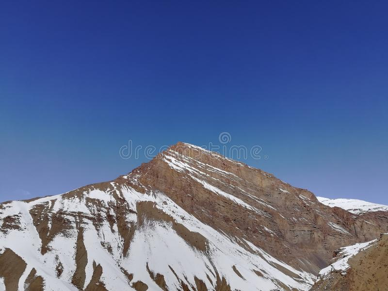 Himalaja unter klarem Himmel stockfotos