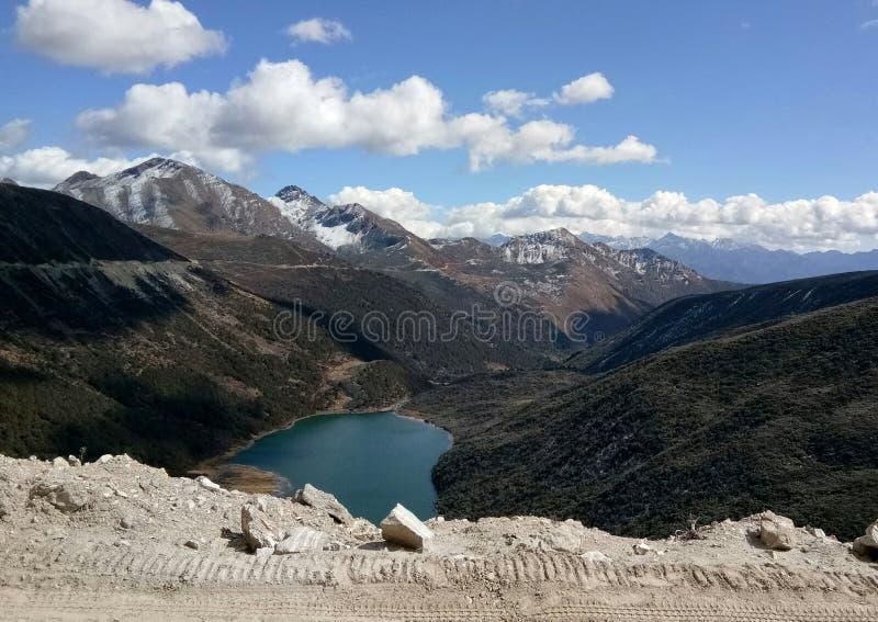 Himalajaansicht vom Straßenrand in Arunachal Pradesh lizenzfreies stockfoto
