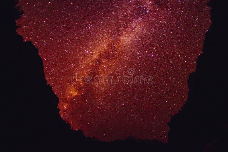 Himalaje góra z gwiazdowym i milky sposobem obraz stock