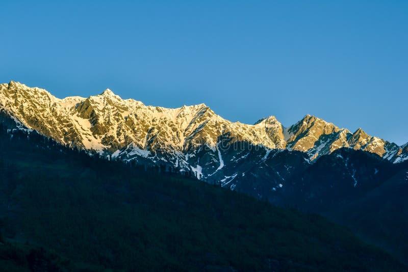 Himalajskie góry w ranku fotografia stock