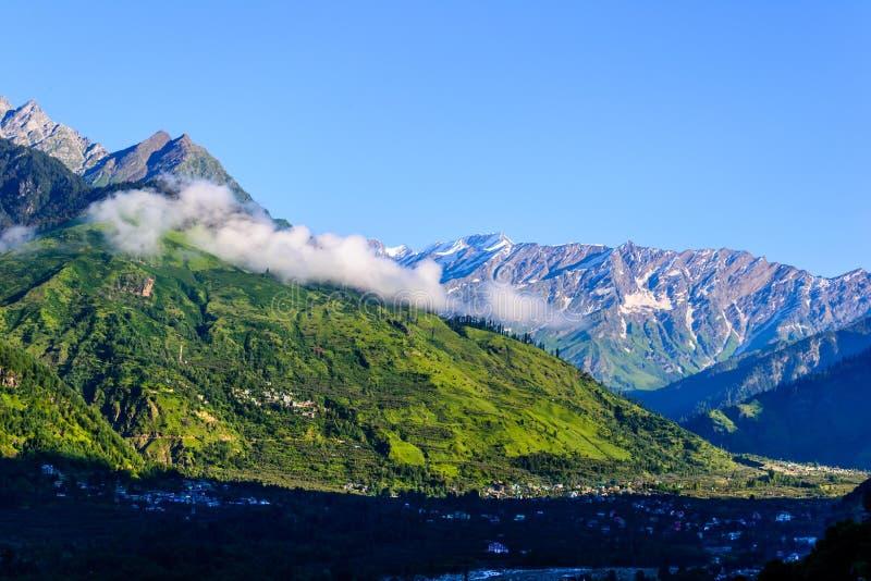 Himalajskie góry w ranku obrazy stock