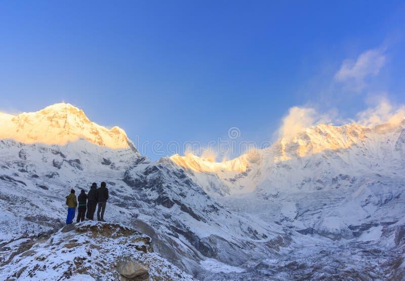 Himalaya Annapurna berg i soluppgång, Nepal fotografering för bildbyråer