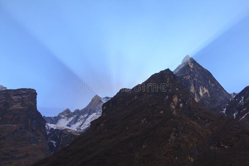 Himalaya Machapuchare berg med soluppgång, Annapurna basecamp, Nepal arkivfoton