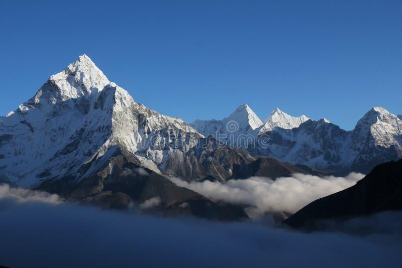 Himalayagebergte - Ama Dablam stock foto's
