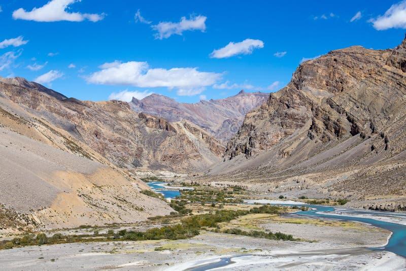 Himalayagebergte langs weg manali-Leh Himachal Pradesh, India royalty-vrije stock foto's