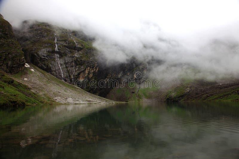 Himalayan ледниковое озеро стоковая фотография