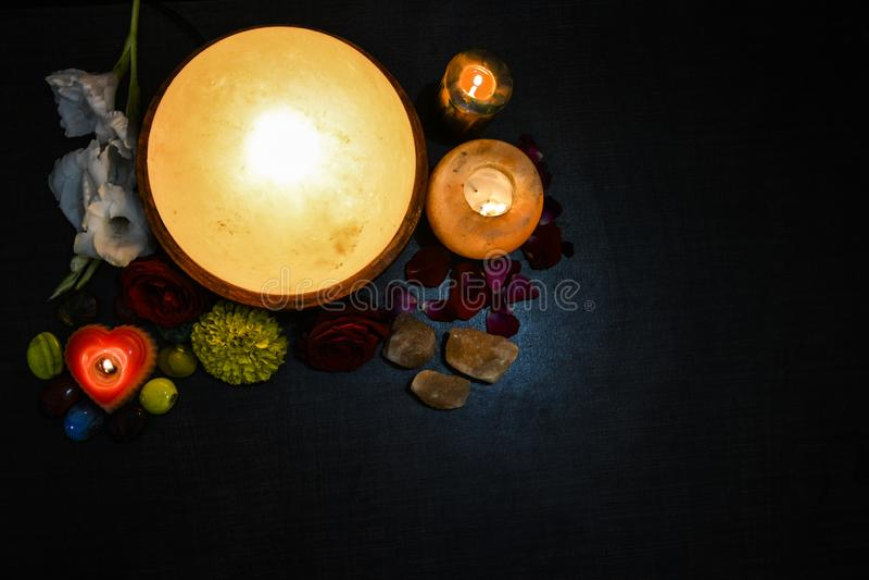 Himalayan salta lampor | Stearinljushållare & fot Detoxer arkivbild