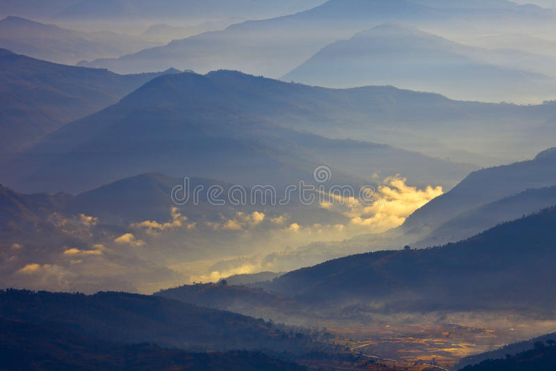 himalayaslandskap fotografering för bildbyråer