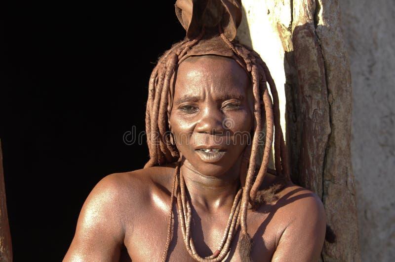 himba部落的美丽的妇女在纳米比亚 库存图片