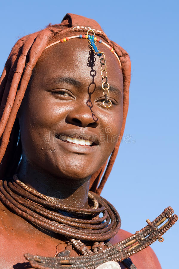 Himba kvinnastående royaltyfri bild