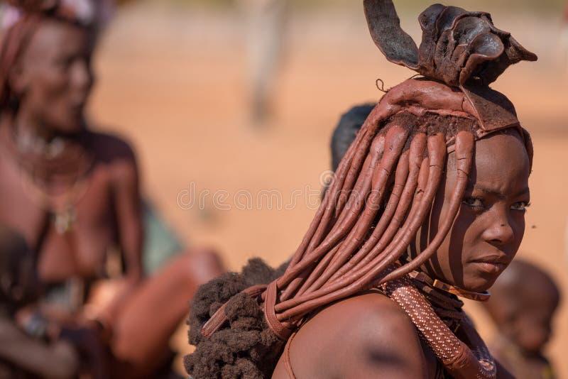 Download Himbavrouw redactionele stock afbeelding. Afbeelding bestaande uit vrouw - 39106279