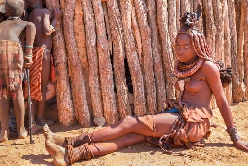 Download Himbavrouw redactionele foto. Afbeelding bestaande uit nafta - 39106281
