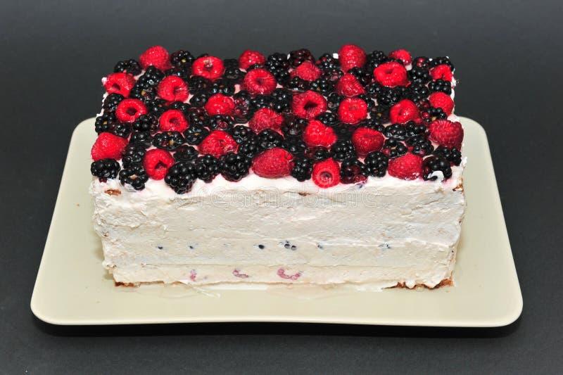 Himbeer- und Brombeerselbst gemachter Kuchen stockbild