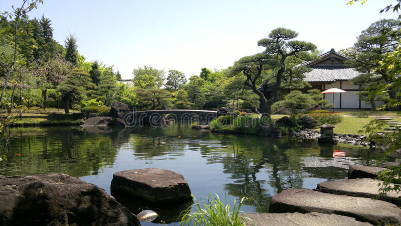 Himeji Garden With Pond And Stepping Stones In Japan Royalty Free Stock Images