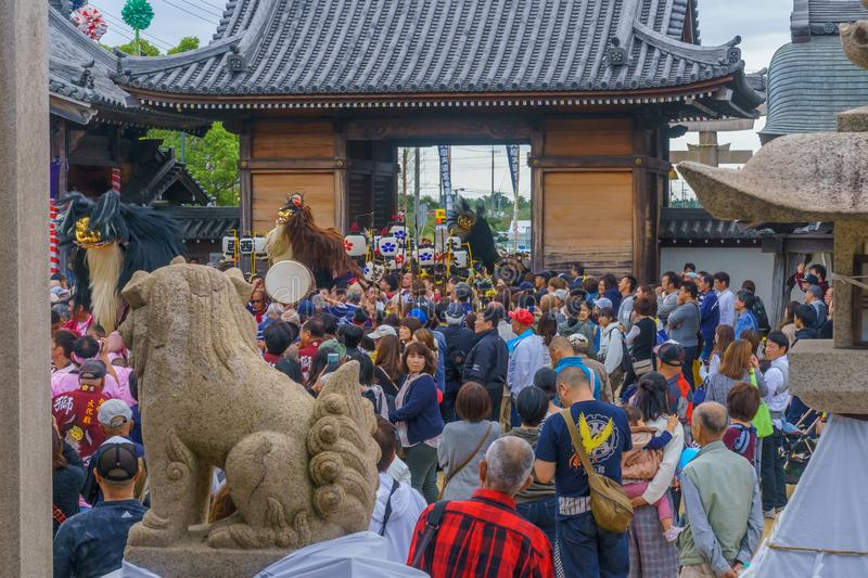 Autumn festival dance of hair lion in Oshio Tenman-gu Shrine stock photography