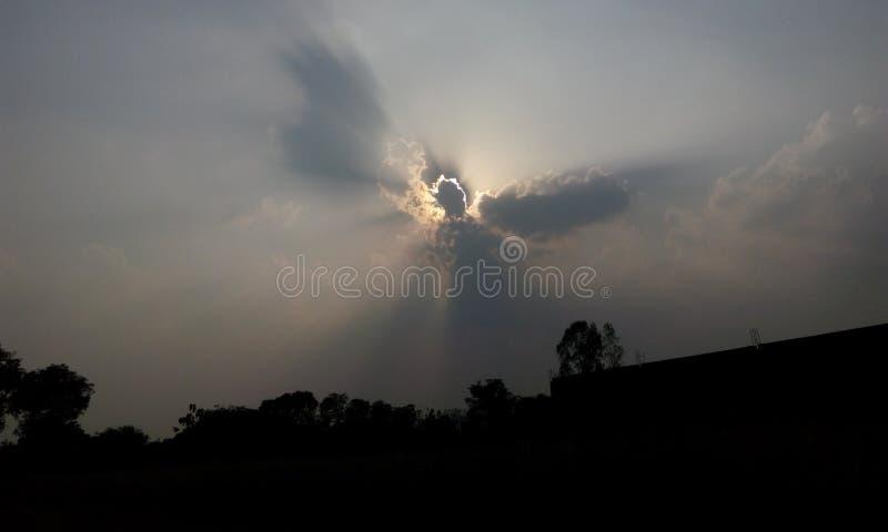 Himlar fördunklar naturligt arkivbild
