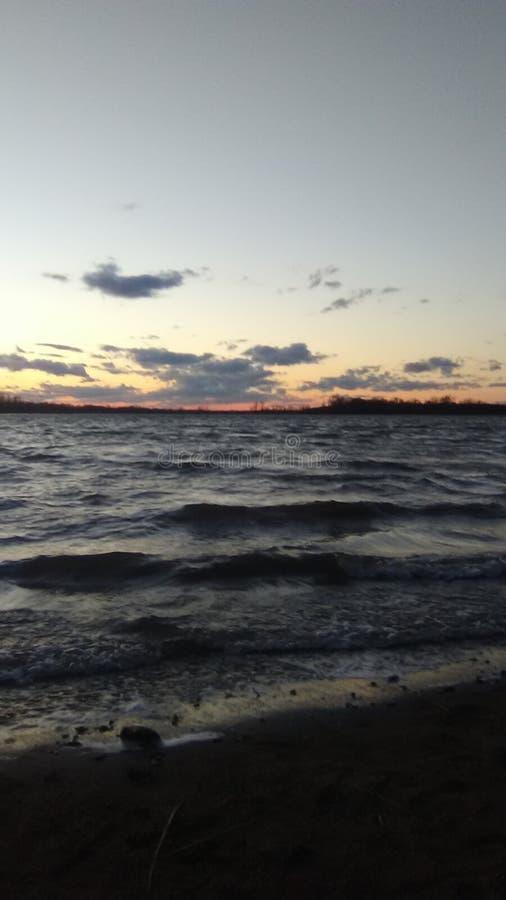 Himlen över och havet under arkivbild