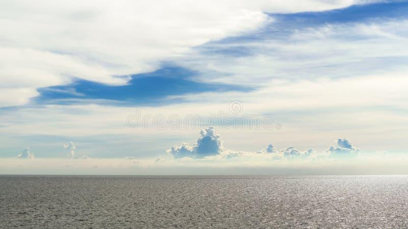 Himlen och havet arkivbilder
