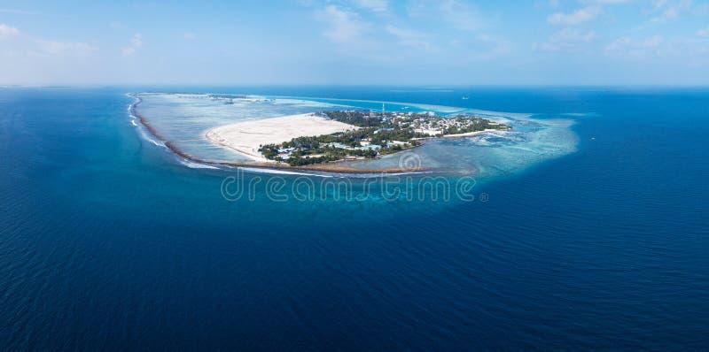 Himmafushi海岛的空中全景  免版税库存图片