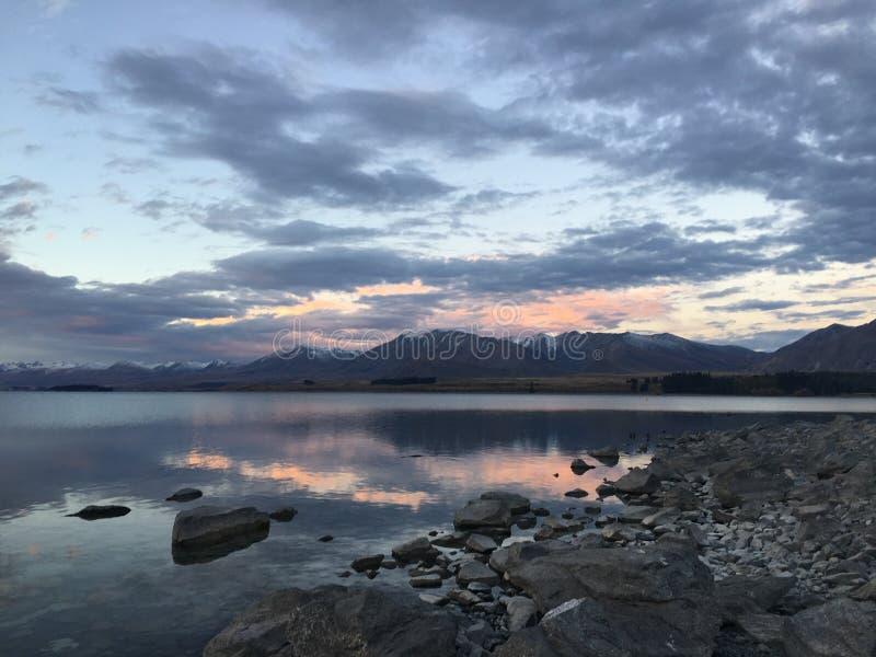 Himmel bewölkt Neuseeland-See stockbilder