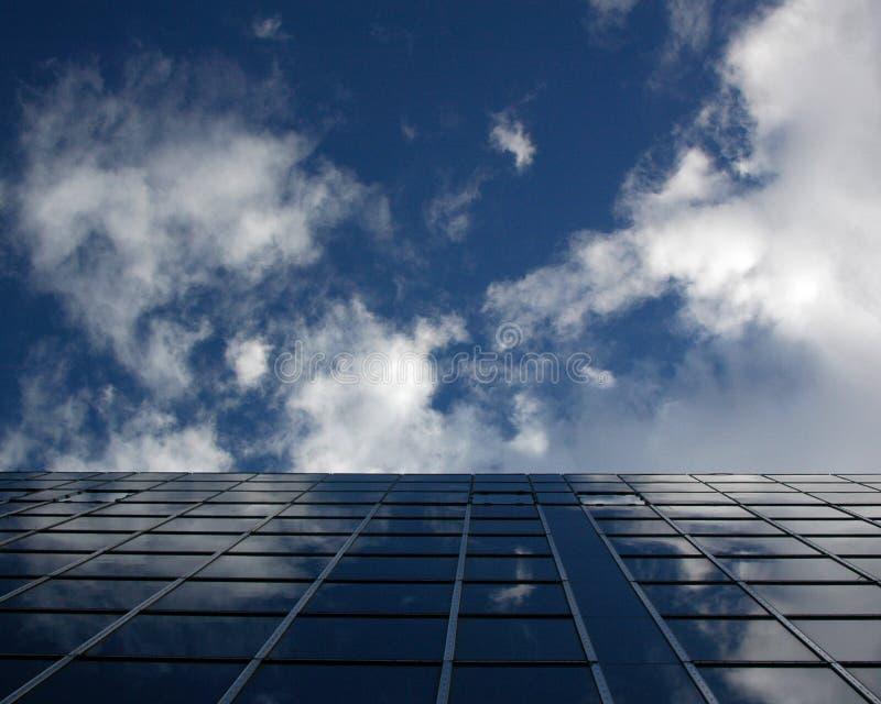 Himmel-Blau-Gebäude stockfoto