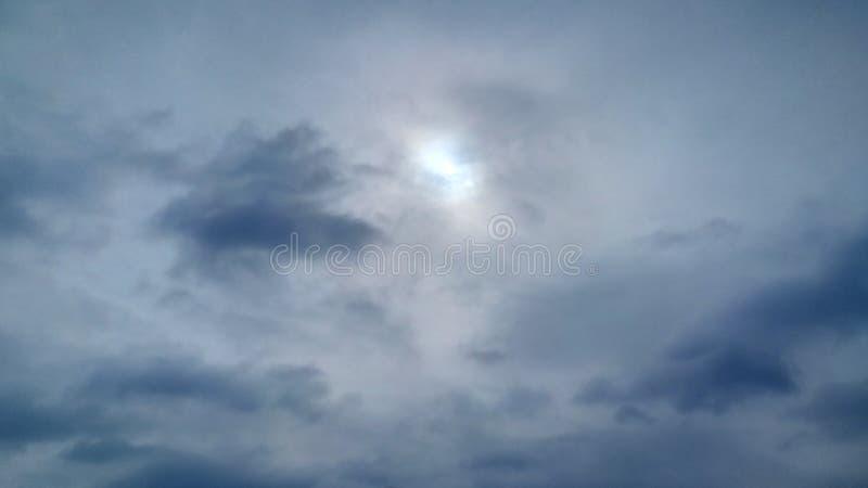 Himmel-Blausohn und wunderbares lizenzfreies stockfoto
