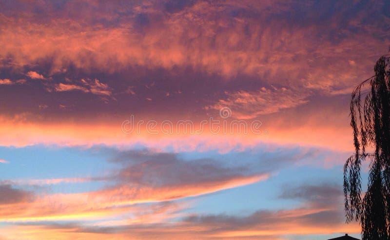 Himmel an der Dämmerung stockfoto