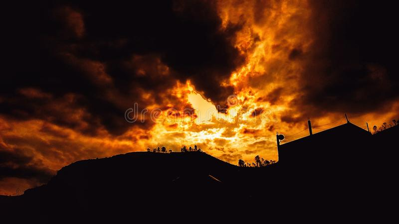 Himmel in der Flamme stockfoto